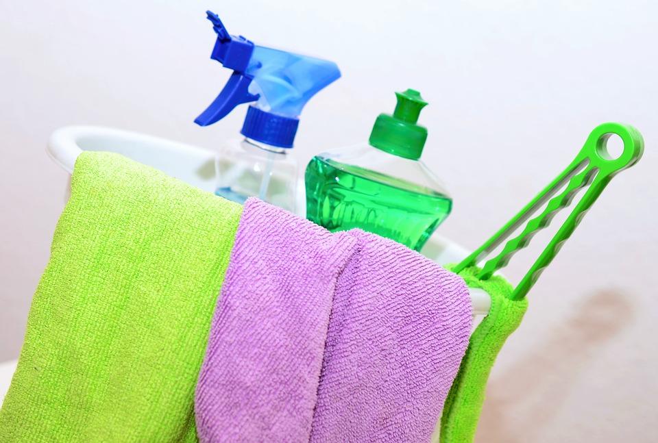 Utensilios de limpieza utilizados por las empleadas de hogar