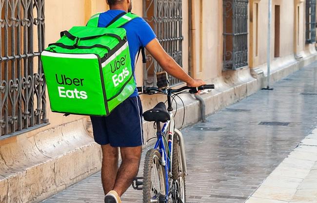 un repartidor de uber